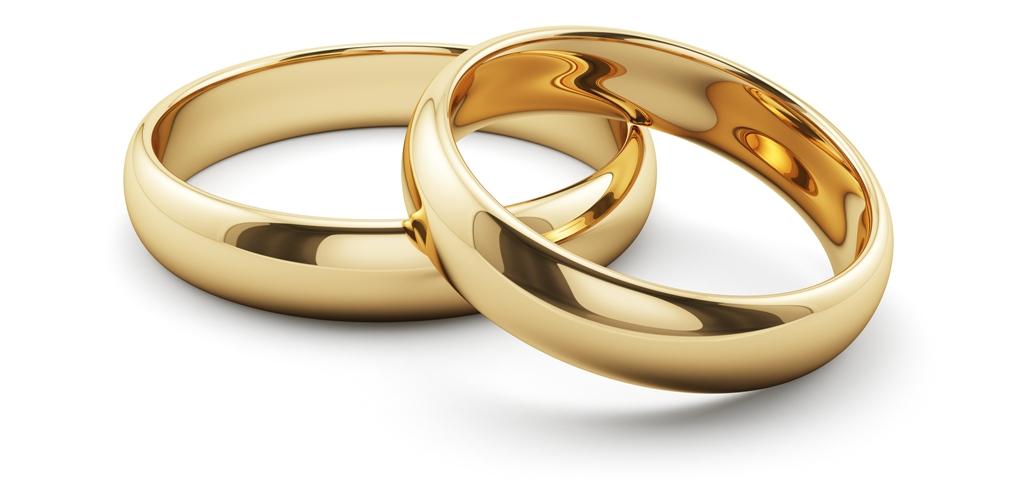 2b20c650e Svadobné prstene pre mužov sú najmladšou inováciou. Stalo sa tak počas  druhej svetovej vojny, kedy boli prstene pripomienkou žien, ktoré na  vojakov doma ...