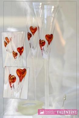 Svadobné poháre s červenými srdiečkami