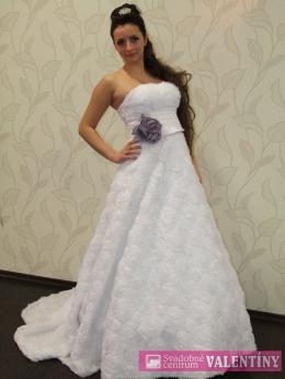 Svadobné šaty kvetové biele